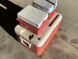 2 SMAll   1 lARGE COlEMAN COOlERS