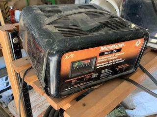 MOTOMASTER AUTOMATIC BATTERY CHARGER   WORKING