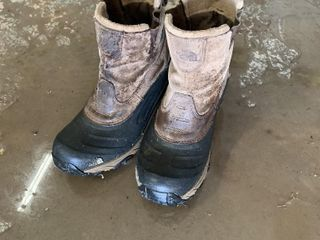 NORTH FACE BOOTS   SIZE 11