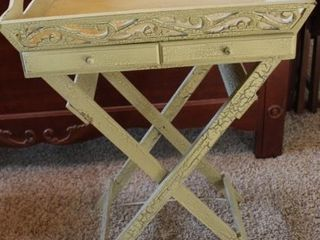 BUTlERS TRAY TABlE ON FOlDING STAND