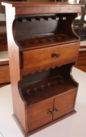 PIPE SMOKERS DISPlAY CABINET