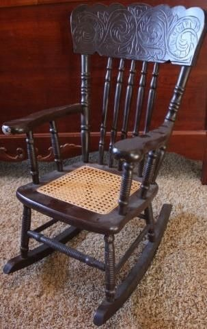 CHIlDS ROCKING CHAIR WITH CANE SEAT