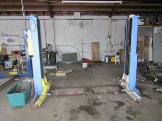 Weaver 7000 Ib  2 post vehicle lift