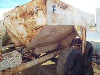 Fertilzer  DRY  Spreader  4 ton  16 5l 16Sl tires