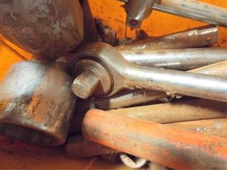 large 3 4  sockets  torque wrench  rachett and ex