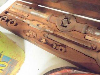 Tap   dye set  wooden box