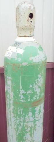 1 Oxygen bottle   no title