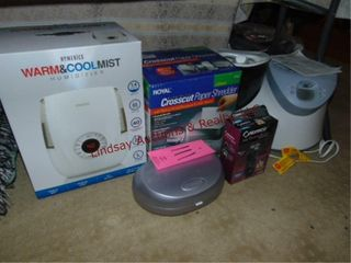 2 Humidifiers Homedics   Honeywell  paper shredder