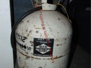 Propane tank w  hose