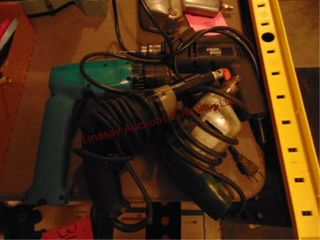 4pcs  Makita 9 6v cordless drill  missing battery