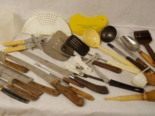 lot of Kitchen Items   Knifes  etc