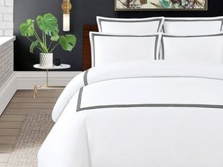Echelon Home Three line Hotel Collection Cotton Sateen 3 piece Duvet Cover Set  needs washed