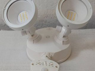 defiant led motion activated security light 1005 535 849  white 180 wide motion detection  Brightness 2500 lumens