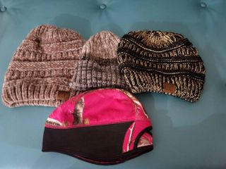 lot of 4 Womans Beanies