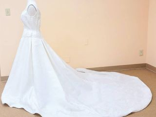 2be Size 14 Ivory Wedding Gown   Beautiful Beading