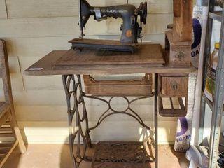 Vintage Singer Sewing Machine   Cabinet