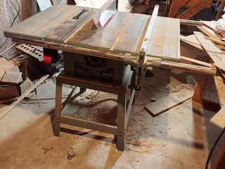 Delta 10  Contractor s Table Saw   In Basement