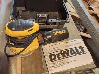 Dewalt D26453 Random Orbit Palm Sander with Case