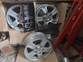 Set of 4 Alloy Wheels   18