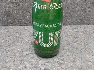 glass 2 l 7 Up bottle