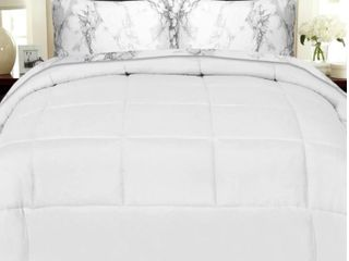 Porch  amp  Den Moro luxury 5 piece Bed in a Bag Queen Comforter and Marble Print Sheet Set