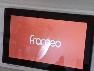 feelcare 15 6 in ftameo wifi photo frame  powers on