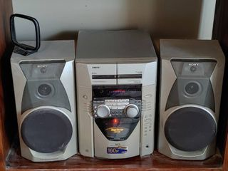 Sony CD Deck Receiver With 2 Speakers   Works