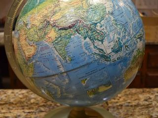 Vintage 1987 Rand McNally World Portrait Globe