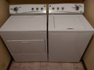 Kenmore Washer   Dryer Set   less than 6 Months of Use  Works like New    29  W x 25  D x 42  T each