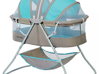 Dom family dream on me bassinet