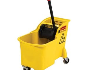 Rubbermaid Commercial Products Tandem 31 Quart Commercial Mop Wringer Bucket with Wheels