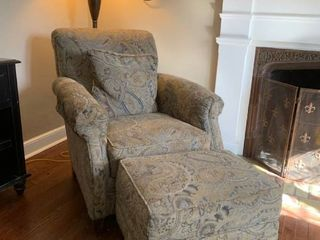 Upholstered lounge Chair W  Ottoman