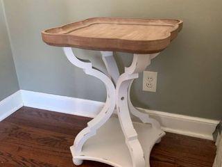 Cute Shabby Chic lamp Table