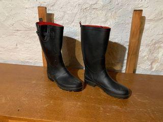 Capelli Size 8 Womanas Rain Boots