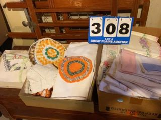 lot of Assorted linens