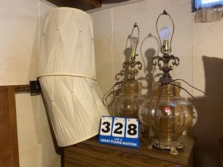 lot of 2 Table lamps with Shades