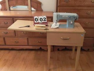 Universal Sewing Machine w  Accessories
