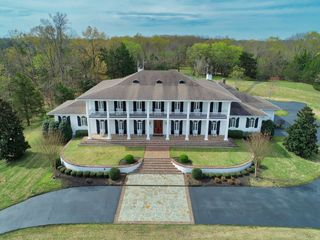 Stunning Estate on 6.5� Acres in Tupelo, MS