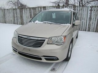 2013 CHRYSlER TOWN   COUNTRY 271280 KMS