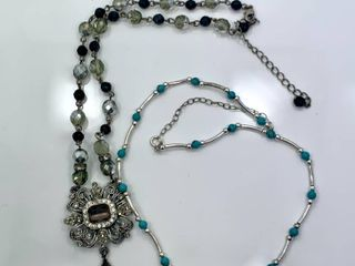lot of 2 Fashion Necklaces