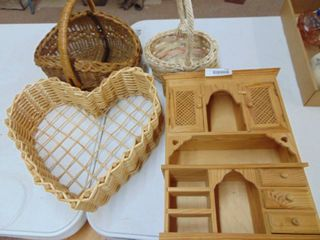 Small wooden Dispay cabinet and 3 Baskets
