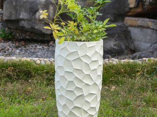 22 4in  H MgO Fiberclay White Wavy Tall Planter  Retail 76 09