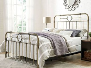 Queen Size Bronze Metal Pipe Bed  No Instructions  Retail   425 00