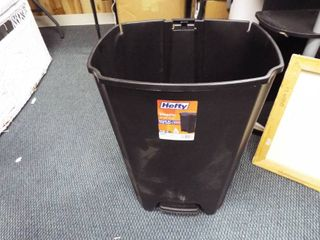 Heafty step on 12 1 Gallon trash can  does not have lid