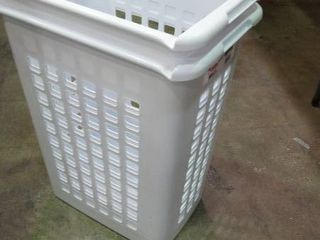 lot of 2 laundry Baskets