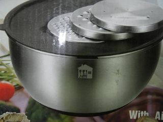 Set of Stainless Steel Mixing Bowls with lids