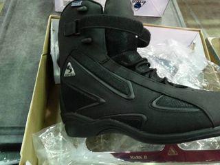 Pair of Thinsulate Insulation Ice Skates