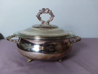 English Silver MFG Corporation Silver Plated Casserole Serving Dish with lid and Pyrex Glass Bowl Inside