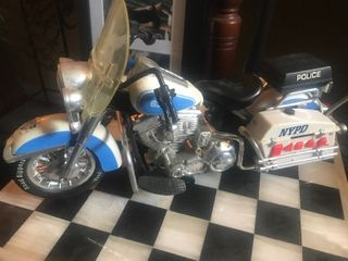 Harley Davidson motorcycle 12 inches long is Pictured great display