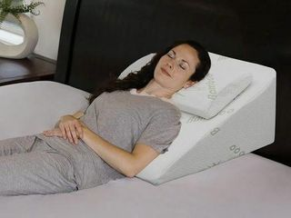 BED WEDGE PIllOW 12